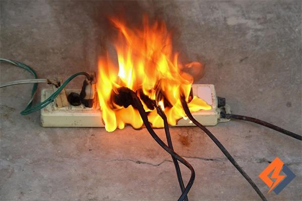 آتش سوزی برق